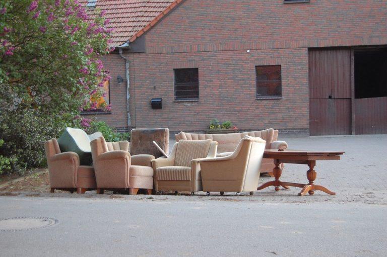 canape et fauteuils jetés aux encombrants